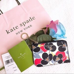LAST ONE‼️ BNWT Kate Spade Medium Lzip wallet